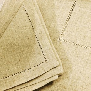 A traditional and natural linen that you're sure to love for all of your parties.